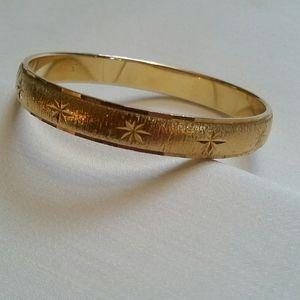Gold Monet bangle bracelet EUC